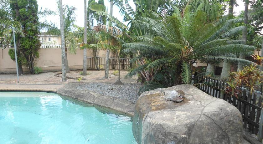 Piscina Mellow Palms Guest House