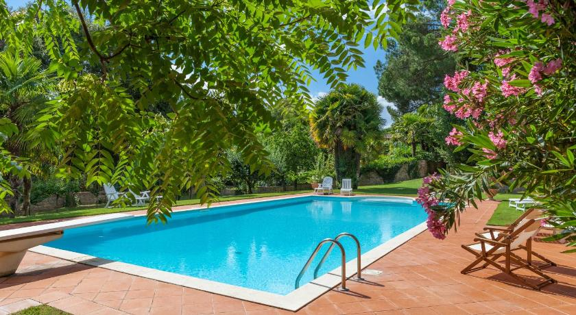 Six-Bedroom Villa on Two Floors Villa Castelletto