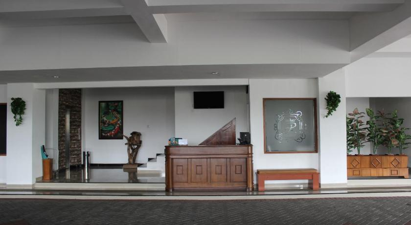 Best Price On Ratu Homestay Malang In Reviews