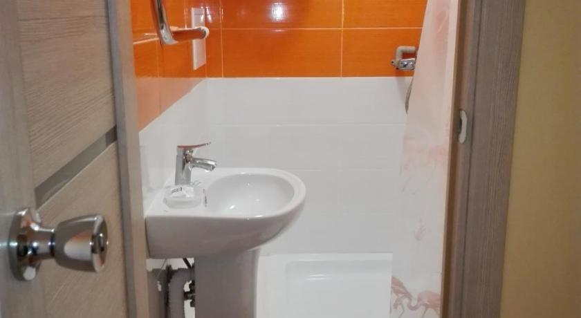 Bathroom Studio next to Airport