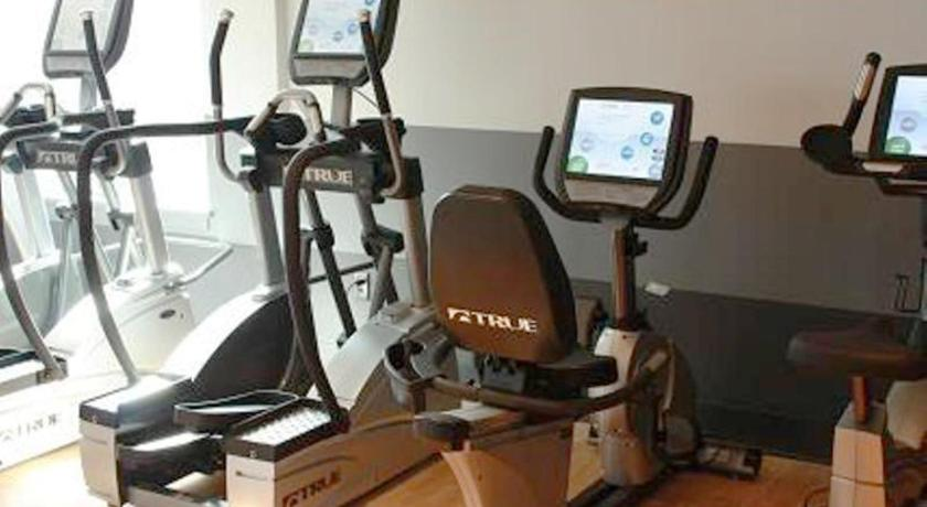 Fitness center Global Luxury Suites at Downtown Stamford