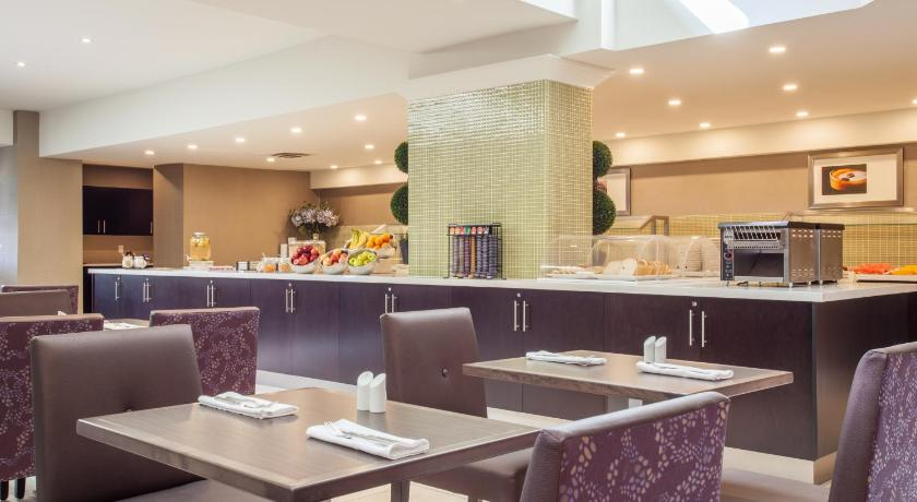 Restaurant Holiday Inn Toronto International Airport
