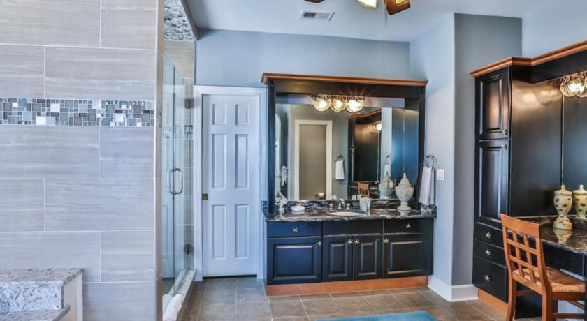 Five Bedroom House Bathroom Vista Bella Del Mar Home