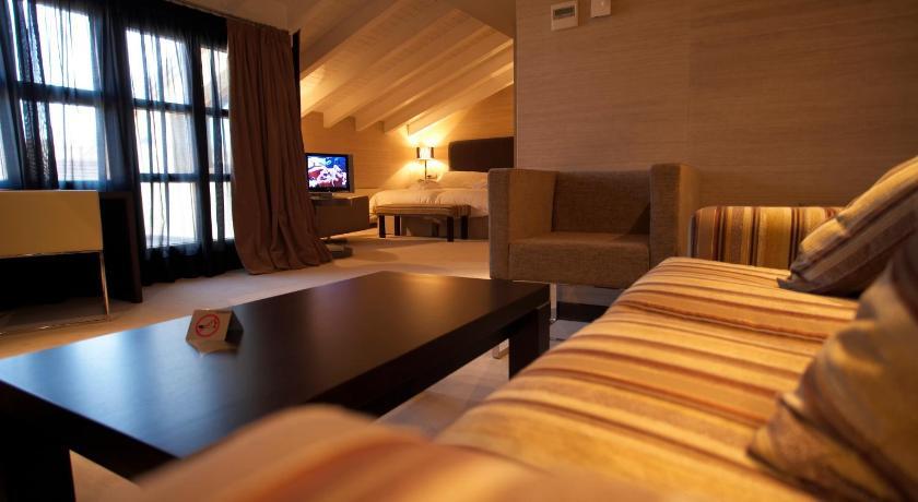Hotel La Trufa Negra 13
