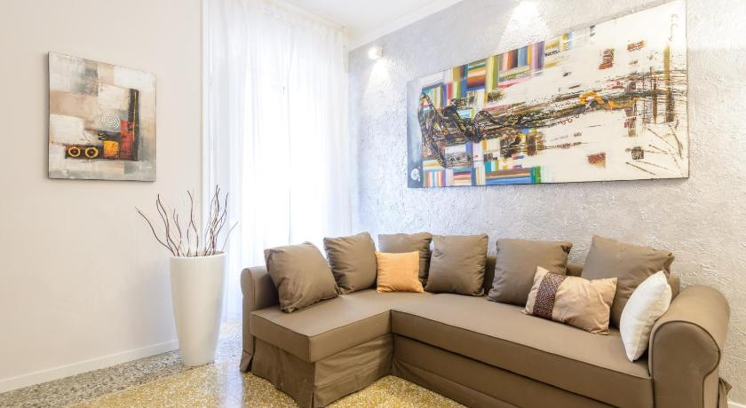 One-Bedroom Apartment - Separate living room Home Holiday Rome - Colosseo