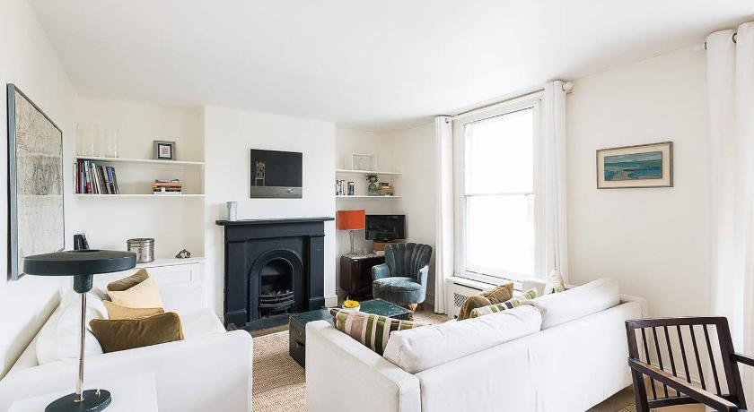 2 Bed Apartment Putney Bridge Road im Detail