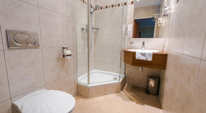 Double or Twin Room with Garden View - Shower Hotel Sonnhof