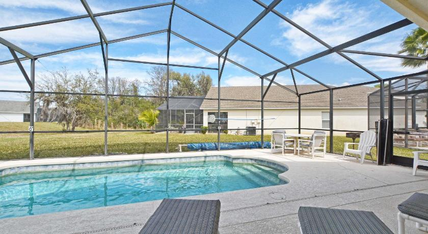 4772 Cumbrian Lakes Dr Pool Home