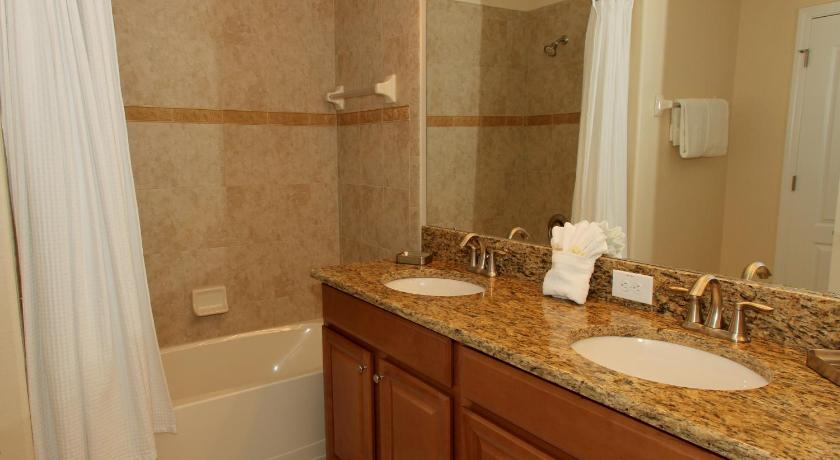 Four-Bedroom House - Shower 8913 Candy Palm Road Pool Home