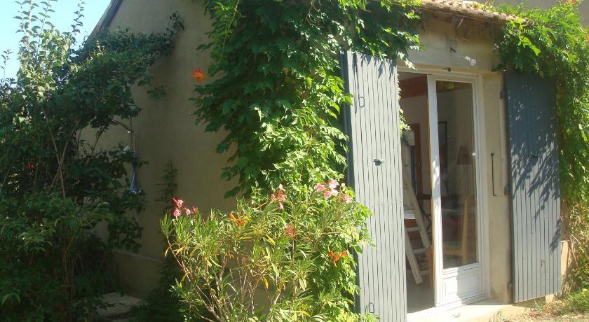 Petite maison et jardin en Provence   Book online   Bed ...