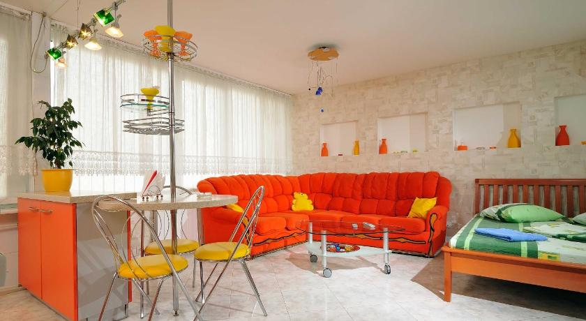 Apartamento estudio Apartment on Dmytrivska street 2