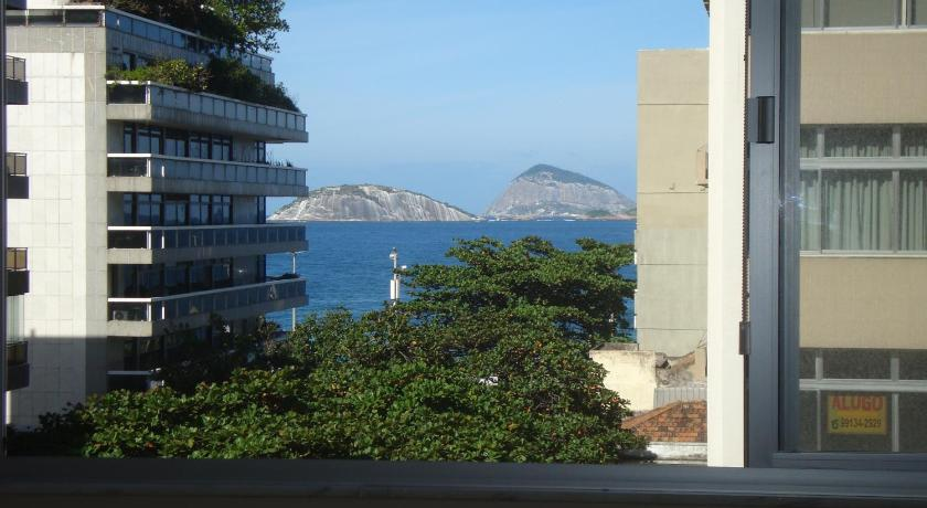 Amazing 4 Bedrooms at the Heart of Ipanema