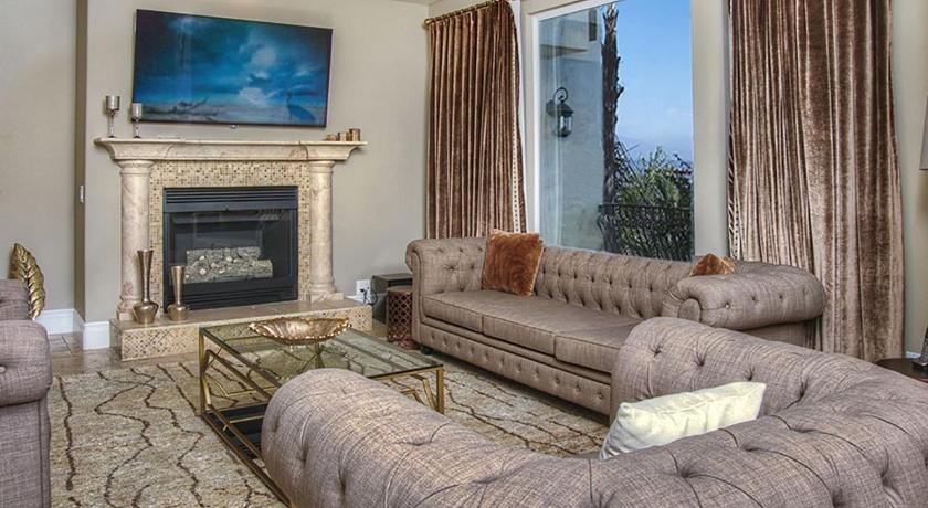 LUXURY MANSION ON SUNSET PLAZA 5BED 5BATH **VIEWS**