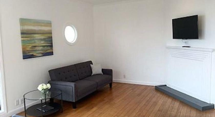 2BR Apartment: Modern Design, Amazing Pacific Ocean View, Fully Wired