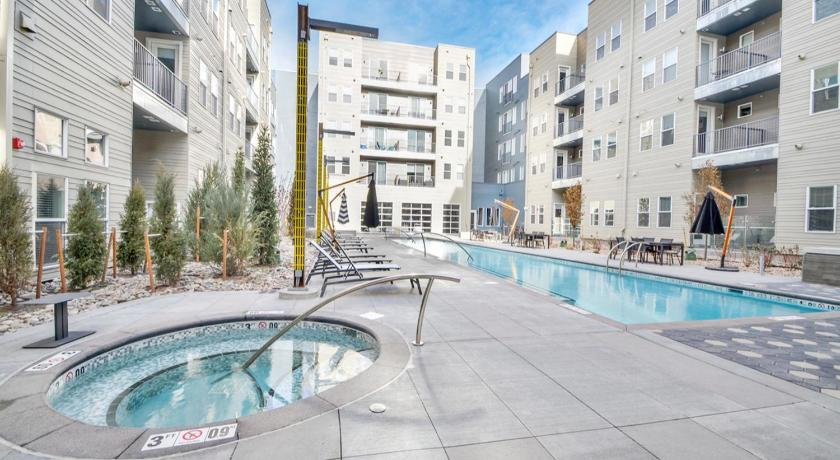 Swimming pool Luxury 2BR Apt in Trendy Art District Near Downtown - DR09