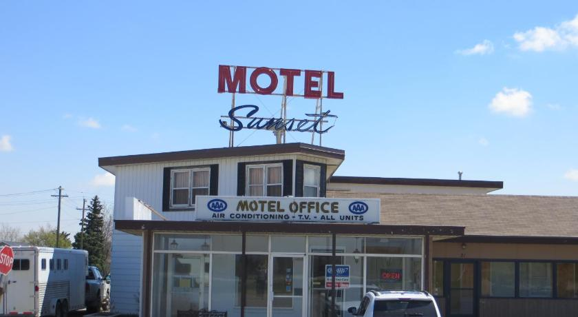 Entrance Sunset Motel