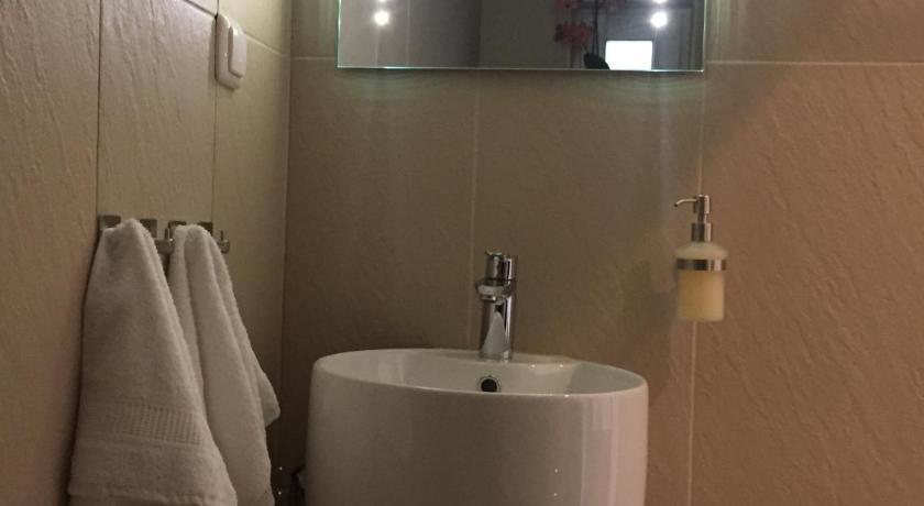 Bathroom Exclusive Airport Apartment