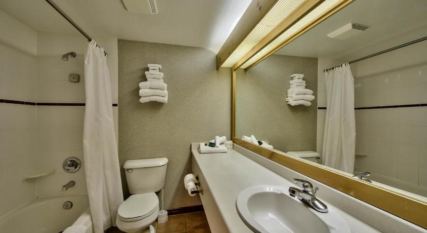 Bathroom Hearthstone Lodge Village Center Apartment HS218 British Columbia