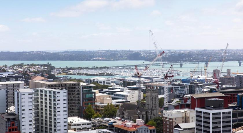 Apartment with Balcony - View City Views - Auckland Holiday Apartment