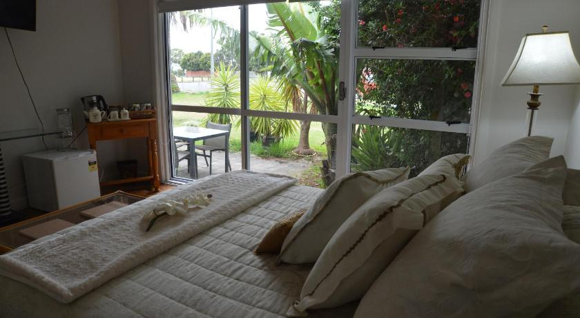 Deluxe Double Room - Garden K&B's Orakei B&B