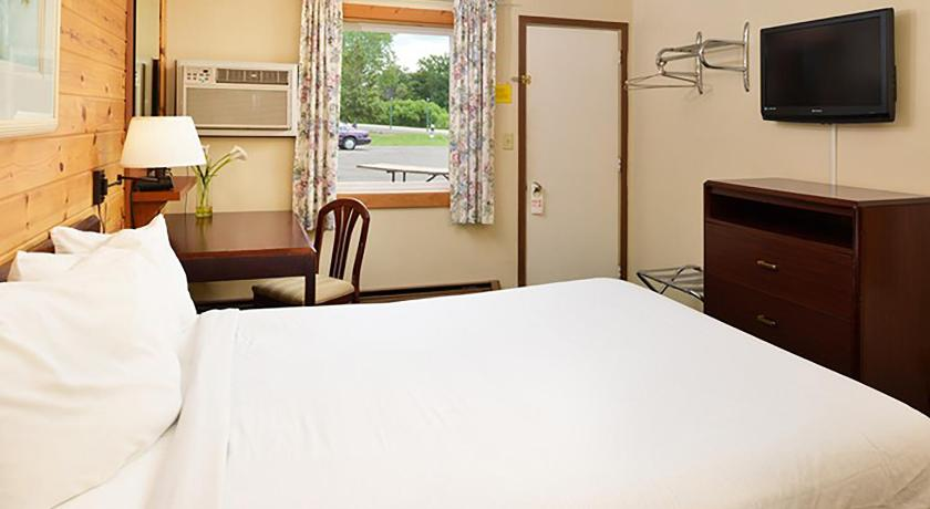 Queen Room with One Queen Bed - Bed Cruise Inn RV Park & Hotel