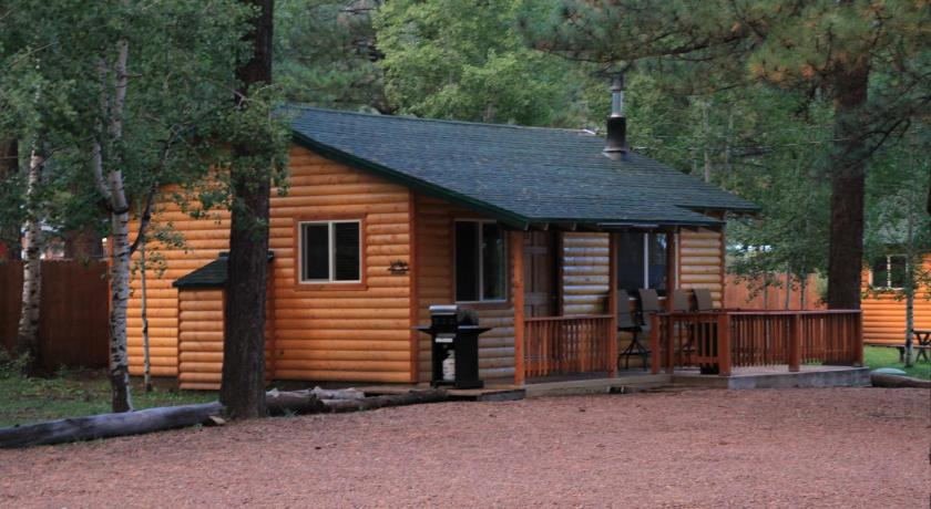 Entrance Big 10 Cabins Greer Arizona