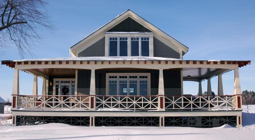 More About White Pillars Lodging