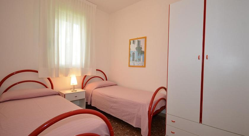 Two-Bedroom Apartment - Guestroom Appartamenti Tuia