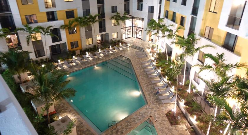 Piscina Doral 8800 by Miami Vacations