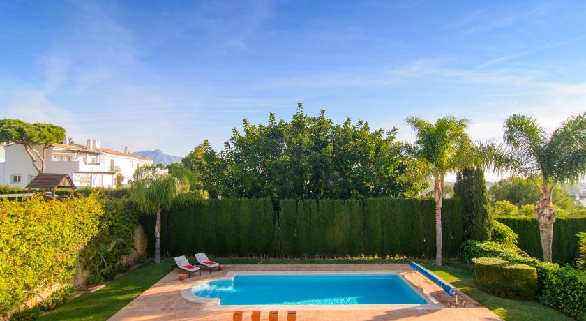 Swimming pool Villa El Paraiso Estepona