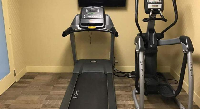 Two-Bedroom Apartment - Fitness center The Hillpointe Apartment