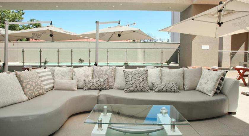 Swimmingpool Luxurious Sandton Skye Apartment