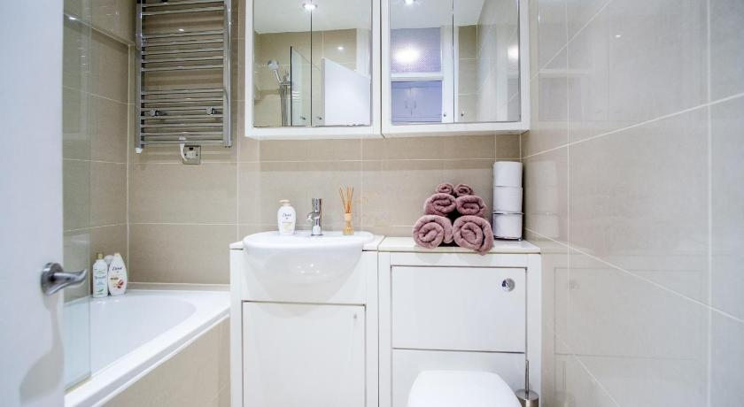 Bathroom Luxury Flat in Russell Square