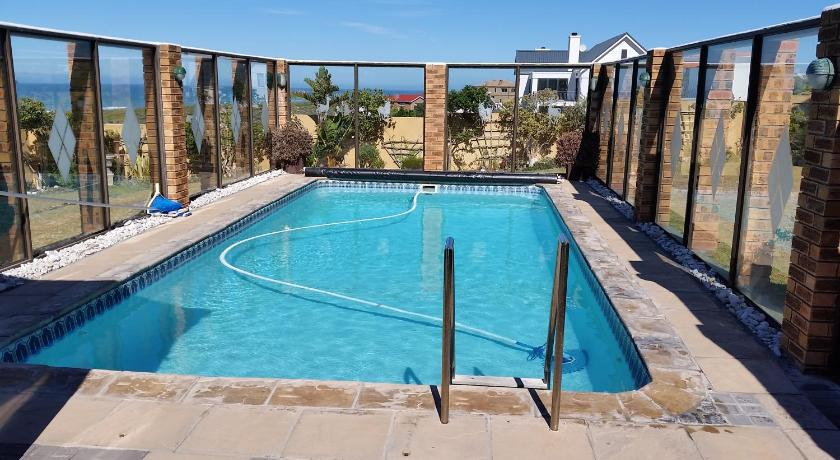 Swimmingpool Trade Winds Accommodation