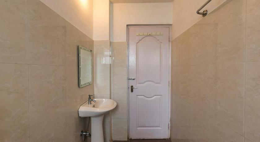 Bathroom Vista Rooms at Calangute Circle