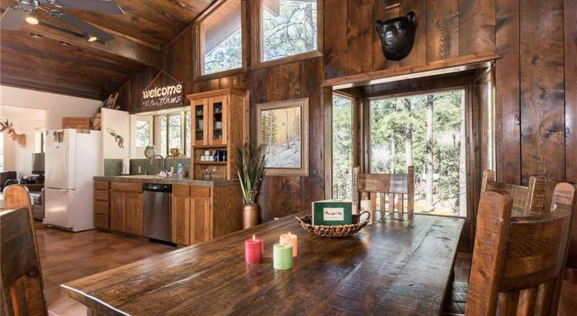 Upper Canyon Cabin Three-bedroom Holiday Home