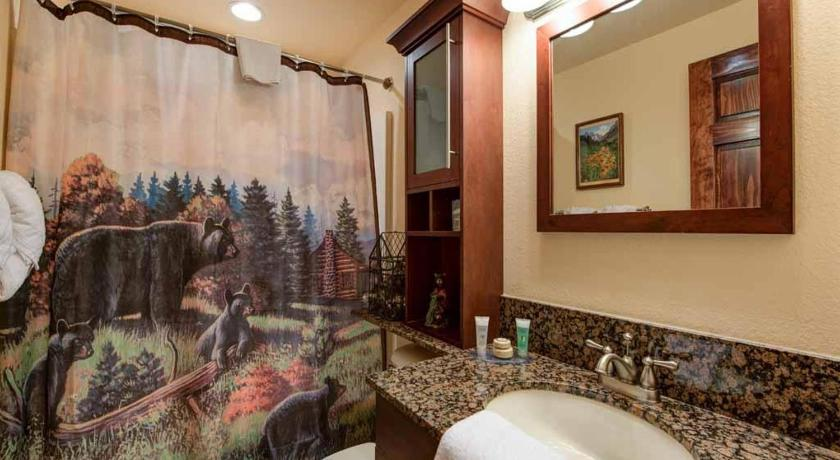 Bathroom Beary Best View- Two-Bedroom Cabin