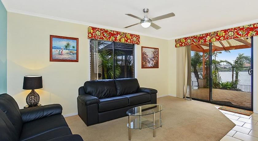 Holiday Home - Separate living room Lakeside - Encounter Bay