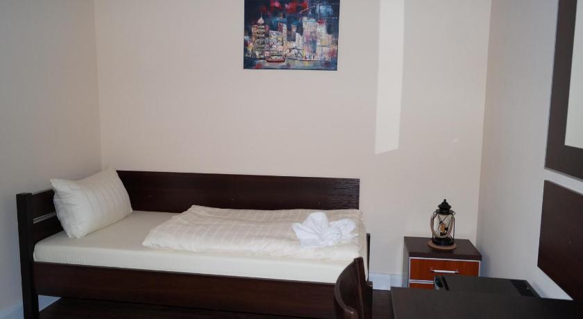 my bed hamburg book online bed breakfast europe. Black Bedroom Furniture Sets. Home Design Ideas