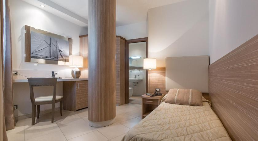 Small Twin Room - Guestroom Hotel Mariver