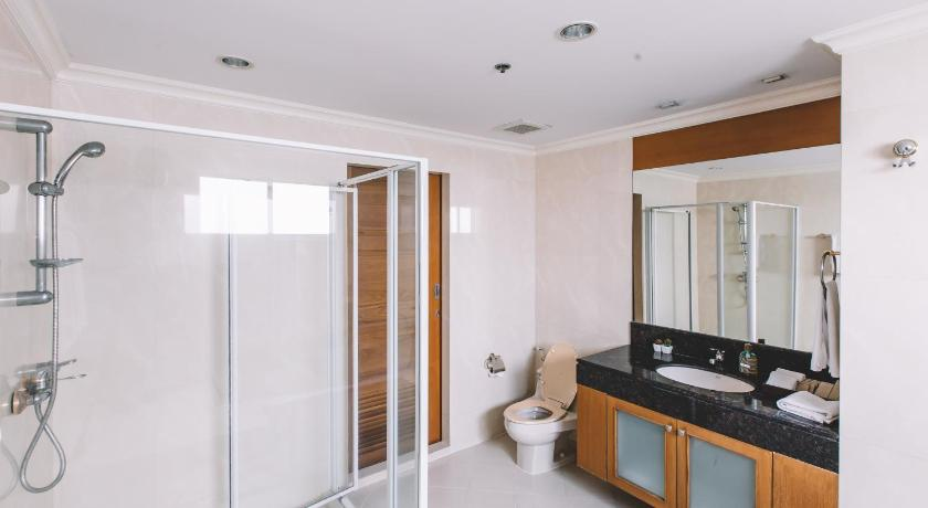 Two-Bedroom Apartment - Shower B.T Residence