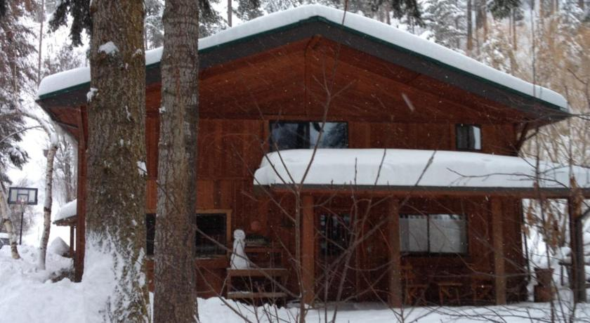 Exterior view Butler Creek Lodge and Suite