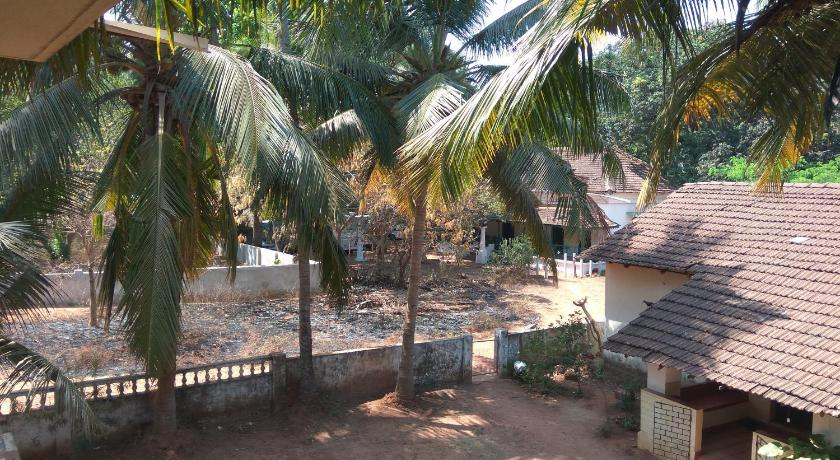Spacious Studio Apartment near Candolim Beach