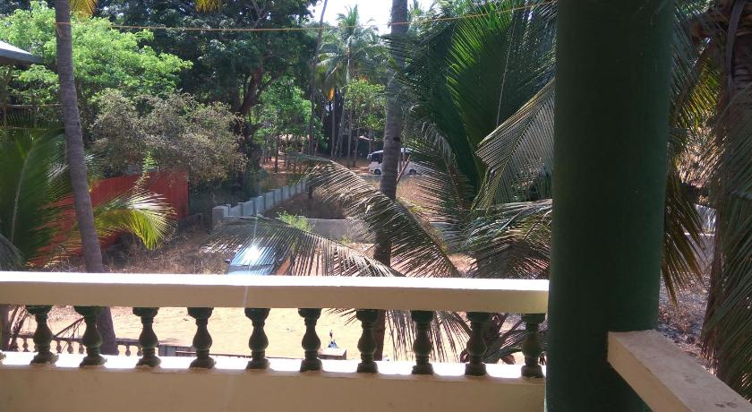 Balcony/terrace Spacious Studio Apartment near Candolim Beach