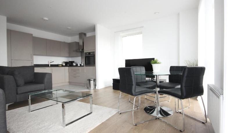 Luxury Limehouse Marina 2 Bed 2 Terrace Apartment