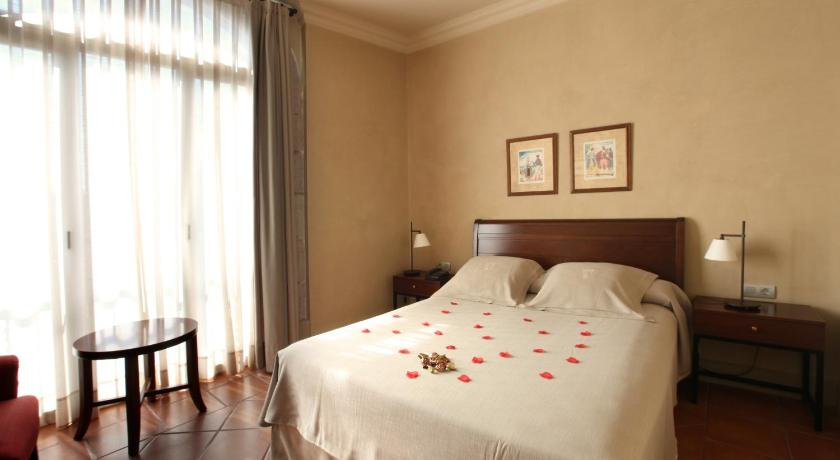 hoteles con encanto en cardona  22
