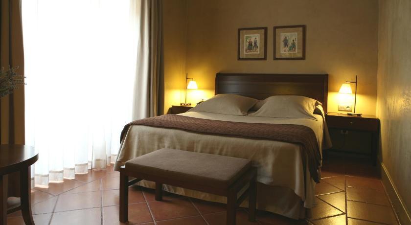 hoteles con encanto en cardona  26
