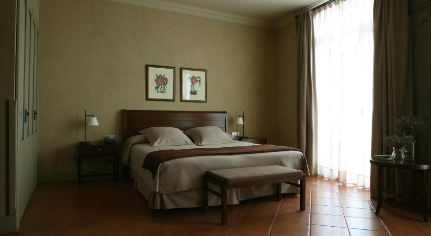 hoteles con encanto en cardona  25