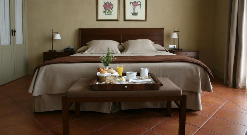 hoteles con encanto en cardona  19