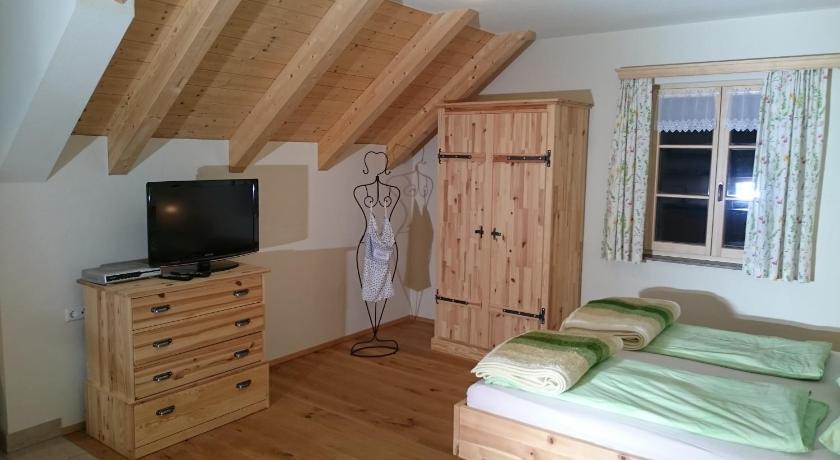 Chaiselongue landhaus  Landhaus Knödl-Alm   Book online   Bed & Breakfast Europe